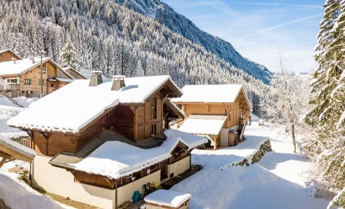 Les Prodains Chalet Grand Hibou in the snow